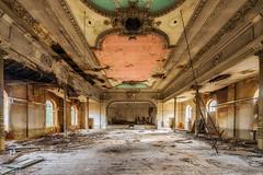 Falling to dust (Photonirik) Tags: urbex decay urban exploration oblivion abandoned abandonné oubli forgotten ue dust