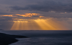 Sun rays over Alkyonides islands (Vagelis Pikoulas) Tags: island islands greece europe porto germeno sea seascape landscape view canon 6d spring tamron 70200mm vc clouds cloudy cloud portogermeno 2018 sun sunset rays sunrays