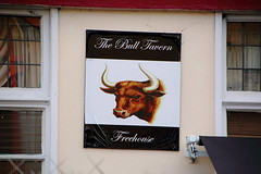 The Bull, Woolwich, more modern on wall sign. (Peter Anthony Gorman) Tags: pubsigns bullwoolwich woolwichpubs londonpubs