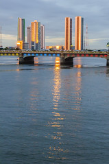COLORFUL BRIDGE GOLDEN BUILDINGS II / PONTE COLORIDA PRÉDIOS DOURADOS II (Arthur Perruci) Tags: arthurperruci nikond5000 d5000 recife pernambuco nikon nordeste brasil bridge ponte