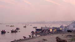 Harischandra ghat (Aravindan Ganesan) Tags: harischandra ghat ghatsofvaranasi cremation varanasi india indiatourism canon ganges river