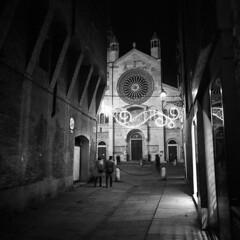 Nocturne - Modena - December 2017 (cava961) Tags: modena nocturne nightview analogue analogico monochrome monocromo bianconero bw 6x6