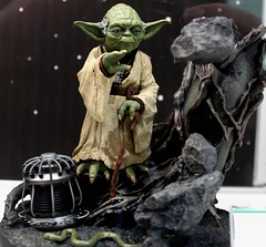 2017-Star Wars Yoda Statue by Artfx at SDCC-01 (David Cummings62) Tags: sandiego ca calif california comiccon con david dave cummings 2017 yoda starwars statue artfx movies