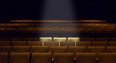 Three'sACrowd (Jean-Pierre Bérubé) Tags: flickrfriday threesacrowd troisestunefoule jpdu12 jeanpierrebérubé show spectacle seats sièges lighting éclairage