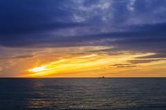 Amanecer desde el puerto (Mauro Esains) Tags: amanecer boca junior colores azul amarillo barco agua mar cielo nubes paisaje sol océano atlàntico