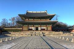 Injeongjeon Hall at Changdeokgung in Seoul, Korea (mbphillips) Tags: korea 한국 韓國 韩国 southkorea 대한민국 republicofkorea 大韓民國 seoul 서울 首尔 changdeokgung 창덕궁 昌德宮 jongnogu 종로구 鐘路區 sigma1835mmf18dchsm canon80d asia 亞洲 fareast アジア 아시아 亚洲 palace 궁전 宫殿 palacio mbphillips goetagged photojournalism photojournalist capital 首都 수도 injeongjeon 인정전 仁政殿 symmetrical