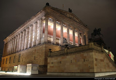 Alte Nationalgalerie at Night, Berlin, Germany (JH_1982) Tags: alte nationalgalerie museum antigua galería nacional 舊國家美術館 旧国立美術館 베를린 구 국립미술관 старая национальная галерея architecture architektur building nacht night nuit noche notte 晚上 夜 ночь lights lichter licht light illuminated berlin berlín berlino berlim berlijn 柏林 ベルリン берлин germany deutschland allemagne alemania germania 德国 ドイツ германия museumsinsel säulen säule column columns statue reiter