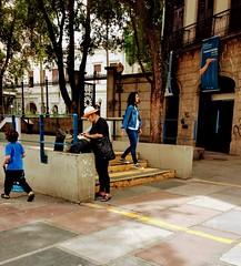 retoques finais (luyunes) Tags: rua cenaderua streetscene streetphotography streetphoto streetshot fotografiaderua mulher fotoderua vaidade motozplay luciayunes