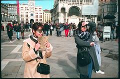(Body Language) (Robbie McIntosh) Tags: leicamp leica mp rangefinder streetphotography 35mm film pellicola analog analogue negative leicam summilux analogico leicasummilux35mmf14i summilux35mmf14i autaut dyi selfdeveloped filmisnotdead leicasummilux35mmf14 summilux35mmf14preasph 800iso selfdevelopedc41 tetenalcolortecc41 fujisuperiaxtra400 fuji fujisuperia venezia venice masks tourists japanese women