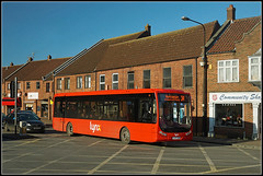 Lynx 13, Gaywood (Jason 87030) Tags: gaywood kingslkynn work business 13 unlucky communityshop fishandchips lunch banana red lynx operator hunstanton 34 route service sun wot rare sighting sight roadside traffic transport tempo optare january 2018 weather cold windy busy travel yj07vsm thirteen