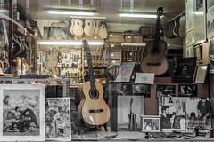 Guitarreria José Romero (michael_hamburg69) Tags: madrid spanien spain españa espagne calledeespozymina30 guitarre guitar musikinstrument werkstatt guitarreriajoséromero guitarras flamenco guitarbuilder guitarreria gitarrenbauer luthier