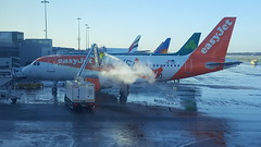 OE-LKF (Cleveleys Flyer) Tags: oelkf easyjet airbus319 manchesterairport kenezialivery
