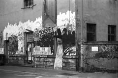 Klapperfeld Ehemaliges  Polizeigefängnis (Thorsten Fleige) Tags: monochrom schwarzweiss nikonf90 berggerpancro400 spurufp bw blackandwhite mono frankfurtammain polizeigefängnis klapperfeld