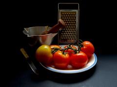 Tomates 38.VP (valorphoto.1) Tags: selecciónvp mortero rayador tomates color natural composición vegetales naturalezasmuertas stilllife photodgv objetos