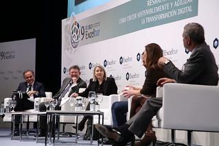 El president de la Generalitat, Ximo Puig, participa en el panel de clausura del IX Foro de Liderazgo Turístico de Exceltur 'Resharping tourism: cómo crecer sosteniblemente y agilizar la transformación digital', celebrado en Fitur. (16/01/18)