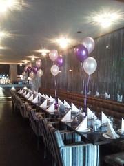 trosjes heliumballonnen voor op tafel
