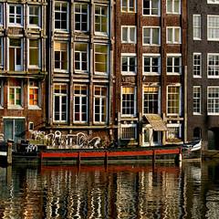 Damrak. Amsterdam (jjcordier) Tags: amsterdam hollande canal damrak reflet marron