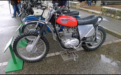 Triumph cross (baffalie) Tags: ancienne vintage classic old retro expo aquitaine 47 sport racing motor show collection club moto bike motorbike motocycle