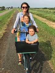 WorkCycles Fr8 Happy Family (@WorkCycles) Tags: bicycle bike crate dutch family fiets fr8 kids kinder krat landscape landschap mamafiets mood transportfiets workcycles