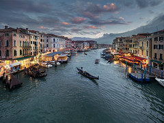 The Gondolier (v-_-v) Tags: venezia veneto italien it venice italy canal grande boat gondola gondolier water sky bluehour landscape cityscape travel europe rialto