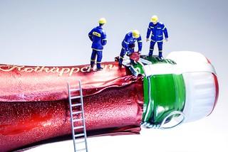 Technische Hilfeleistung THW bei Flaschenöffnung - Technical Assistance THW at bottle opening