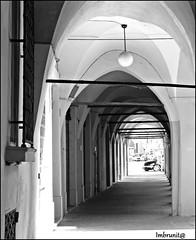volte ombrose (imma.brunetti) Tags: emiliaromagna reggioemilia italia lampione archi volte porticati biancoenero vicoli finestra grata ferrobattuto