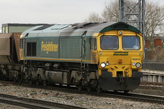 66611, Reading, January 28th 2010 (Southsea_Matt) Tags: 66611 class66 freightliner heavyhaul emd diesellocomotive canon 30d january 2010 winter reading berkshire england unitedkingdom train railway railroad transport vehicle