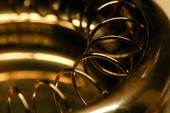 round and around (HansHolt) Tags: round around spiral helix twist twisted gedraaid circle metal metaal gold goud light licht shine glans reflection reflectie weerspiegeling shadow schaduw tabletop bokeh dof macro canon 6d 100mm canoneos6d canonef100mmf28macrousm macromondays monochrome hmm