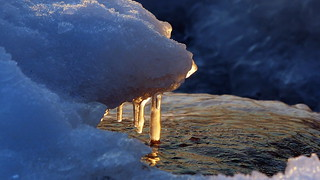 Glowing ice: seashore in a February afternoon (Lauttasaari, Helsinki, 20180204)