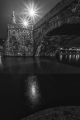 Sankt Totnan (M-Z-Photo) Tags: würzburg bayern deutschland de altemainbrücke nachtaufnahme langzeitbelichtung main wasserspiegelung lichter schwarzweis monochrome bogen reflxionen