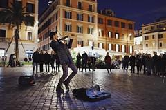 Street music in Rome (Alessio Vincenzo Liquori) Tags: streetphotography streetphoto street roma rome italy italia music musica violin violinist pentax pentaxk1 31mm fa31mm limited fa31mmf18limited