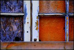 Voivres Lès Le Mans (Sarthe) (gondardphilippe) Tags: voivreslèslemans sarthe maine paysdelaloire rouge bleu texture red blue architecture bâtiment extérieur gare couleurs colors porte