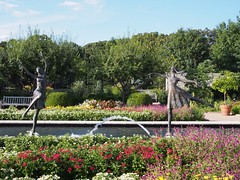 (procrast8) Tags: kansas city mo missouri ewing muriel kauffman memorial garden parterre bronze statue jazz sculpture tom corbin canal
