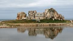 la casa nella roccia (maxlancio) Tags: francia france bretagna bretagne casa roccia castel meur plougrescant riflesso riflessi incastonata maison gouffre