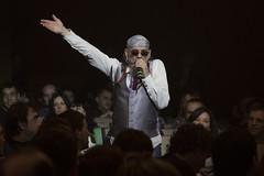 En la imagen se puede ver a 'El Drogas' en un momento del concierto entre el público.  Fotografía cedida por el fotógrafo local Óscar Blanco Gutiérrez