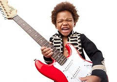 Sai che imparare a suonare la chitarra da piccoli aiuta a crescere meglio? (Cudriec) Tags: educare educazione imparare scuola suonare suonarelachitarra sviluppo sviluppofisico sviluppopsicologico svilupposociale