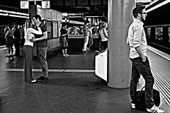 (Roi.C) Tags: street candid people train standing talking outdoor romantic kiss nikkor nikond5300 nikon vienna austria man women monochrome black white blackwhite blackandwhite underground subway kissing