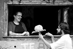 Ensaio Adriana-133 (Adriana.Britto) Tags: ensaio paranapiacaba casal love amor pb pbr blackandwhite blackwhite woman man model vintage retro momentos photo portrait retrato photografy photography fotografia flor carinho flower people art