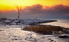 The Last Sunrise (Simmie | Reagor - Simmulated.com) Tags: 2017 cold connecticut connecticutphotographer december fireandicemorning landscape landscapephotography longislandsound milford nature naturephotography newengland outdoors silversandsstatepark snow unitedstates winter beach ctvisit digital https500pxcomsreagor httpswwwinstagramcomsimmulated wwwsimmulatedcom