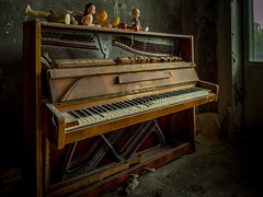 Abandoned. (802701) Tags: chernobyl chernobylexclusionzone pripyat ukraine abandoned abandonedbuildings creepy eerie nature nuclear при́пять чорнобиль piano