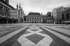 Guildhall in wide angle (Spannarama) Tags: blackandwhite guildhallyard guildhall tiles vanishingpoint buildings architecture guildhallartgallery scaffolding london uk wideangle