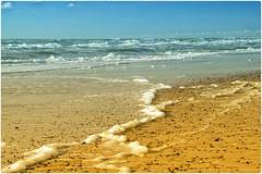 Henne Strand (Heinze Detlef) Tags: strand wasser wellen himmel dänemark urlaub urlauber steine ort dänischerort
