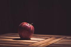 apple - 29/365 (still life) (sfPhotogrphr) Tags: instadaily instagood food apple picoftheday stilllife light