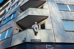 CARNIVAL, Cologne / Germany 2018 (monoauge) Tags: 2018 cologne fuji fujix70 fujifilmx70 x70 carnival karneval colognecarnival kölnerkarneval fastelovend balcony people person street streetshot streetphotography belgischesviertel belgisches brüsseler urban köln koeln germany