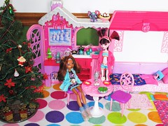 Come join me for breakfast🍳☕ (flores272) Tags: draculauradoll draculaura christmas barbiewinterfamilybuildup barbiewintercabin barbiefurniture bratzclothing lps littlestpetshop monsterhigh doll dolls toy toys monsterhighghoulsaliveclawdeen ghoulsaliveclawdeen ghoulsalive