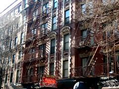 Macdougal St, New York, NY (Clara Ungaretti) Tags: architecture archdaily urban building macdougalst street streetphotography streetlife sunlight sunny sunnyday fireescape manhattan estadosunidos estadosunidosdaamérica unitedstatesofamerica unitedstates us usa newyork newyorkcity novayork greenwichvillage east