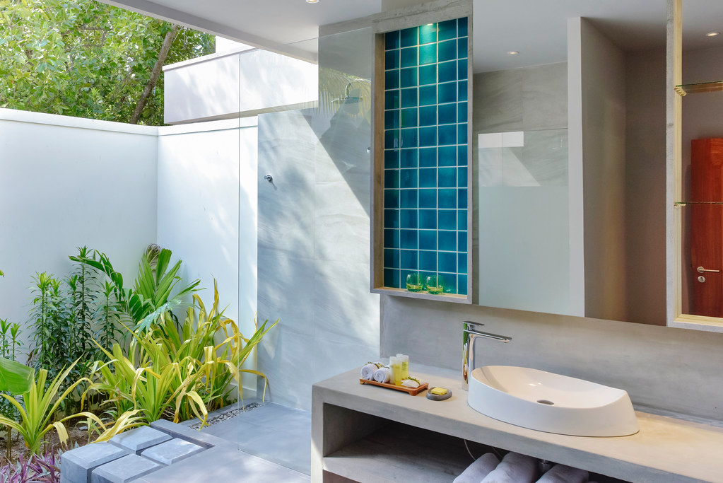 Deluxe Beach Bungalow Bathroom