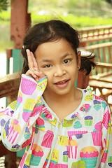 pretty girl (the foreign photographer - ฝรั่งถ่) Tags: pretty girl child khlong thanon portraits bangkhen bangkok thailand canon kiss