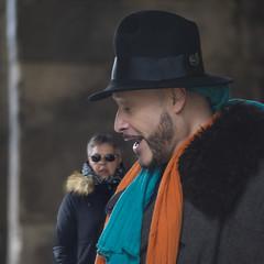 Tenor en plena calle (Lunasanz) Tags: tenor opera paris artistascallejeros arteurbano artecallejero artistas personajes cantante