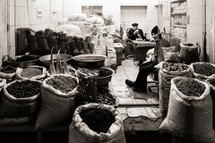 Just So (Tom Levold (www.levold.de/photosphere)) Tags: fuji fujixpro2 isfahan xf18mm bazaar sw street bw basar esfahan people candid geschäft laden shop gewürzhändler spicesvendor